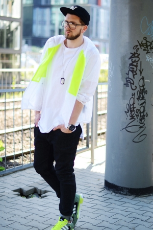 Dog tag streetwear – neon flux