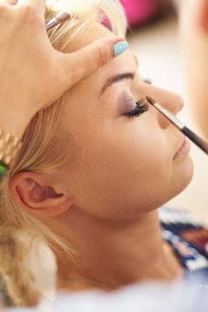 Kilka prostych trików, które pozwolą Ci utrzymać perfekcyjny makijaż przez cały dzień